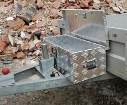 Hliníkový box na nářadí se zámkem 760x245x330mm