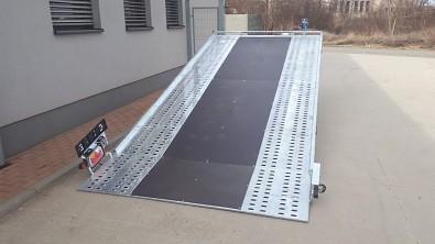 Přívěs UNK AD2100x4100 plato sklopné rampa 2700kg najížděcí plocha