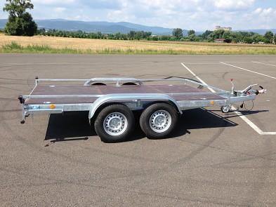 Přívěs UNK přepravník strojů 1500x3000mm 2700kg plato, ALU nájezdy, reling pro mini bagry
