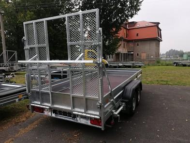 Přívěs UNK pro stavební stroje 3500kg 1,8x4msklopená rampa