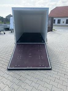 Přívěs Tomplan - vnitřní prostor rampy