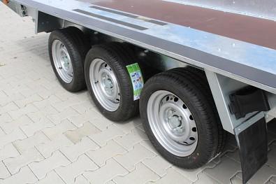 Přívěs MARTZ BAU 400/3 3500kg na přepravu bagrů - výborná stabilita tří náprav