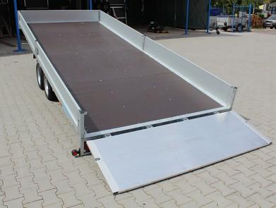 Přívěs UNK AD2100x4500  valník rampa sklopný 2700kg zadní rampa pr snadné najetí