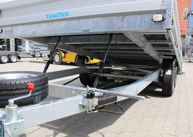 Přívěs UNK AD2100x4500 valník rampa sklopný 2700kg silná hydraulika 2 pístnice