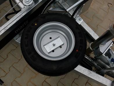 příklad namontovaného rezervního kola na přívěsu