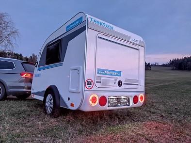 Minikaravan Tomplan je vybaven příjemným led osvětlením.