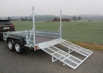 Přívěs UNK pro stavební stroje 3500kg 1,8x3m - středová podpěra zadní najížděcí rampy pro bezpečné najíždění