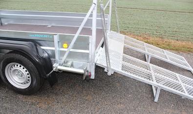 Přívěs UNK pro stavební stroje 3500kg 1,8x3m - sklápění zadní rampy pomocí pružin