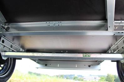 Přívěs MARTZ Basic 201 má dvě výztuhy ložné plochy.