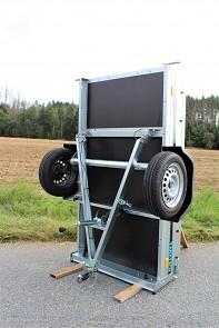 Přívěs MARTZ Basic 200 Kipp sklopná oje pro snadnější skladování přívěsu.