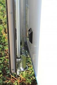 Přívěs skříňový Tomplan TFS 320S.00 320x150x150 750kg okna+dveře od Tanatech - zajištění zadních otevřených dveří