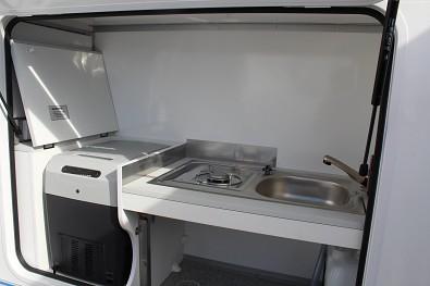 Vnitřní kuchyňka karavanu