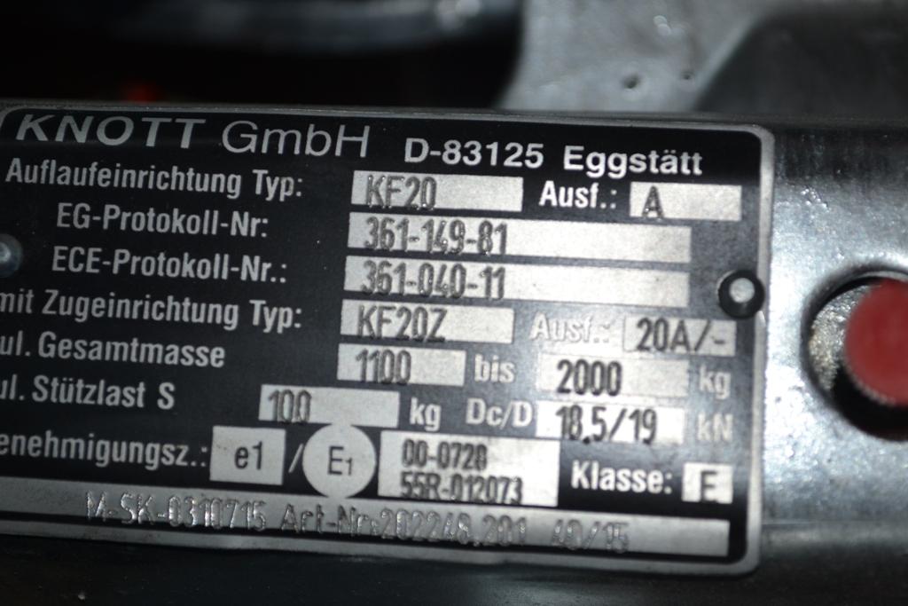 Označení nájezdové brzdy KNOTT na identifikačním štítku